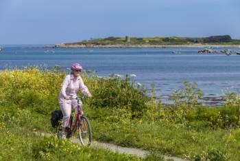 Cycling on Guernsey's west coast&#160;-&#160;<i>Photo:&#160;Chris George</i>