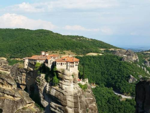 Looking over Varlaam monastery, Meteora&#160;-&#160;<i>Photo:&#160;Hetty Schuppert</i>