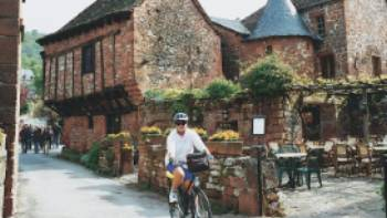 Cycling through the picturesque Dordogne